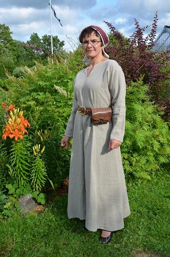 Keskiaikainen puku naiselle.